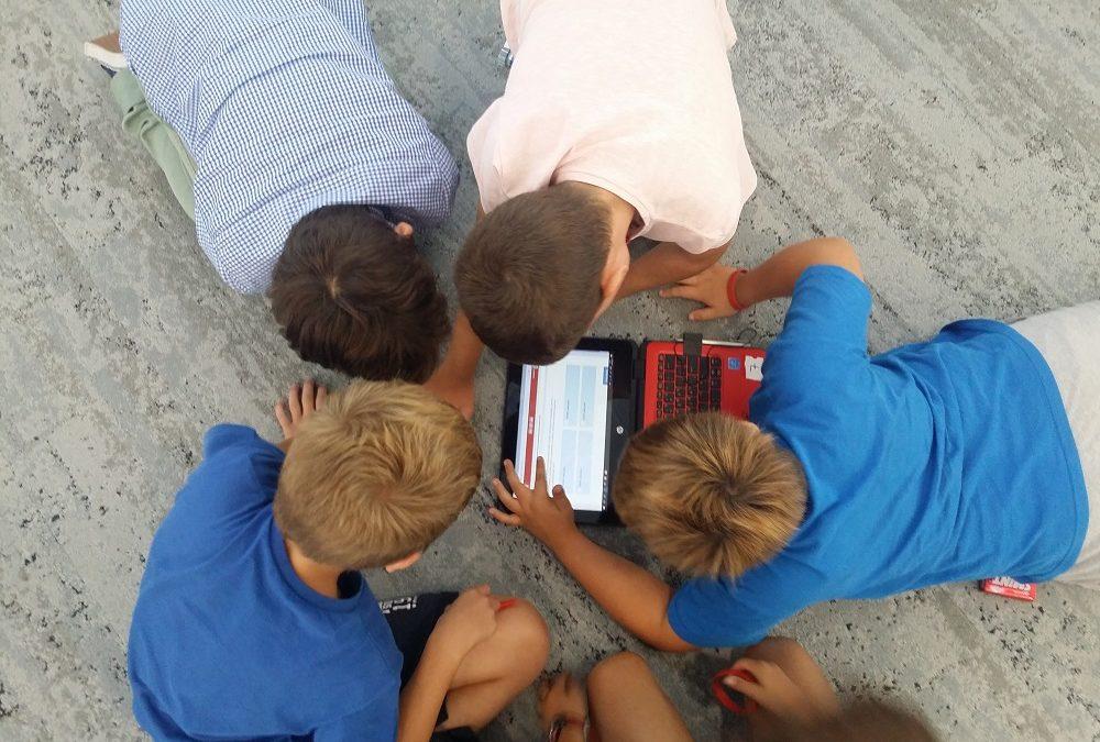 ¿Estás pensando en cómo dinamizar un aula y cómo motivar a tus alumnos a través del desarrollo de competencias STEAM?