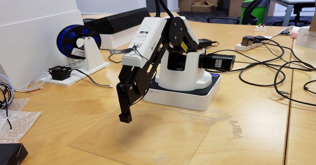 El robot Dobot Magician aprueba con éxito el test de funcionalidad
