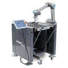 Mesas de trabajo para carga y descarga de centros de mecanizado con Cobots UR