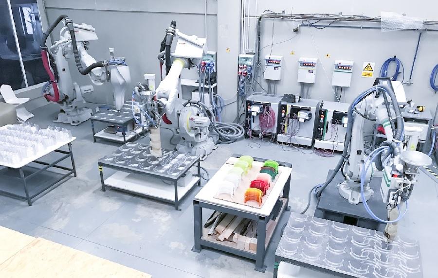 Nagami Design reprograma sus robots ABB para imprimir máscaras faciales en 3D ayudando así a mitigar la propagación del COVID