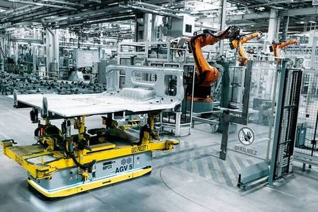 KUKA integra sus robots móviles en la fábrica de Mercedes-Benz