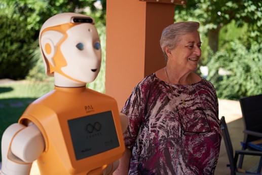 Inicio de las pruebas piloto del robot doméstico ARI en el proyecto de la UE SHAPES