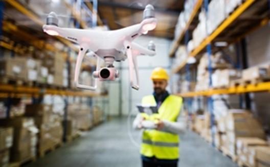 Así utiliza ya la industria la combinación de drones y robots de servicio